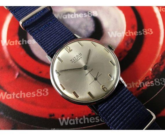 Reloj Titan precioso suizo antiguo de cuerda 17 rubis